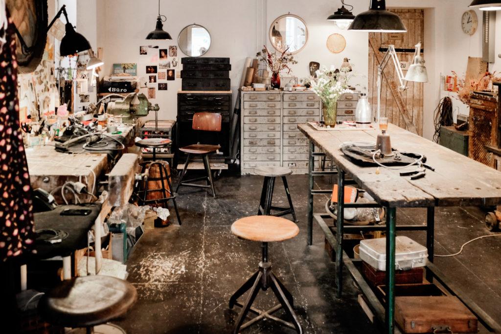 Werkstatt für Vintage Industriemoebel Restaurierung